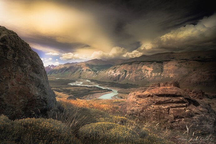 Between de rocks